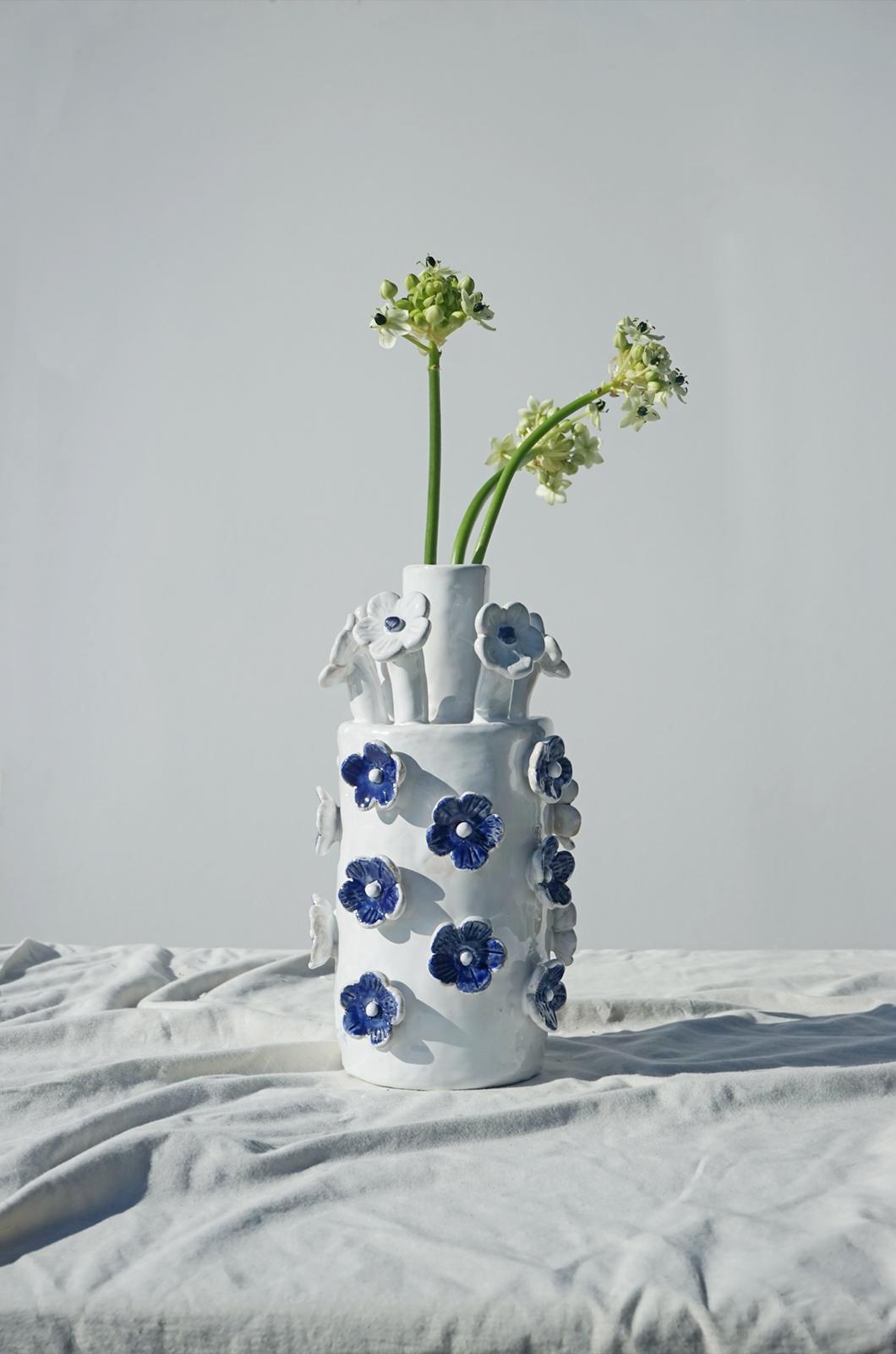 alagonda-hoge-vaasje-bloemen-blauwe-wit2