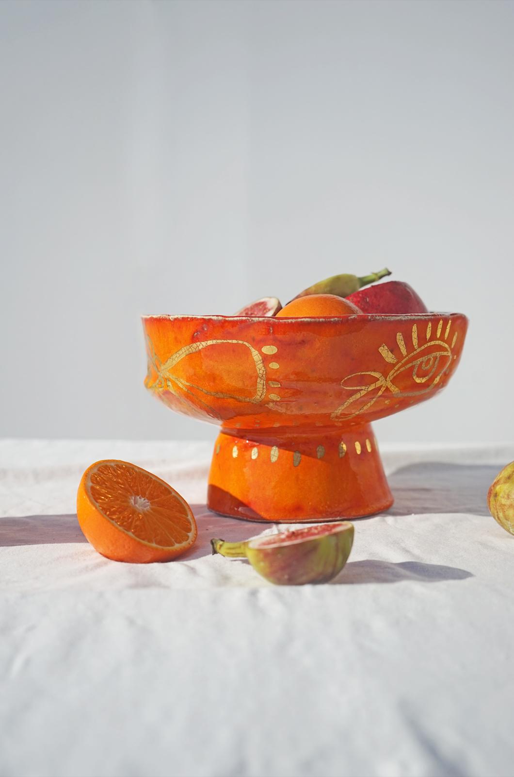alagonda-schaal-op-voet-orange
